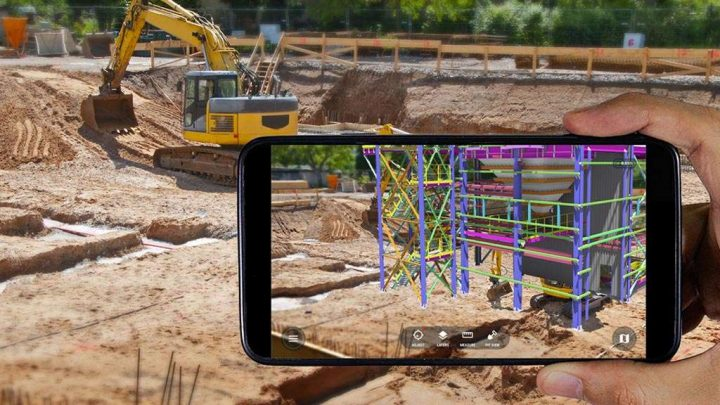 Assisted Reality vs. Augmented Reality for Frontline Workers