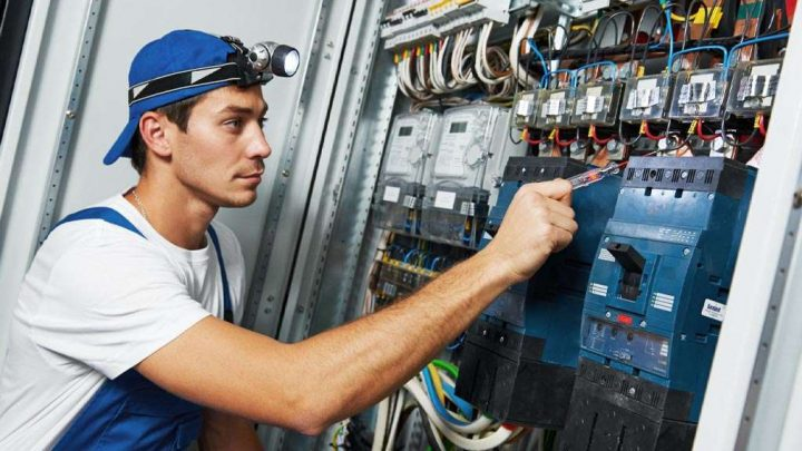 How Electricians Can Benefit from AR Headsets